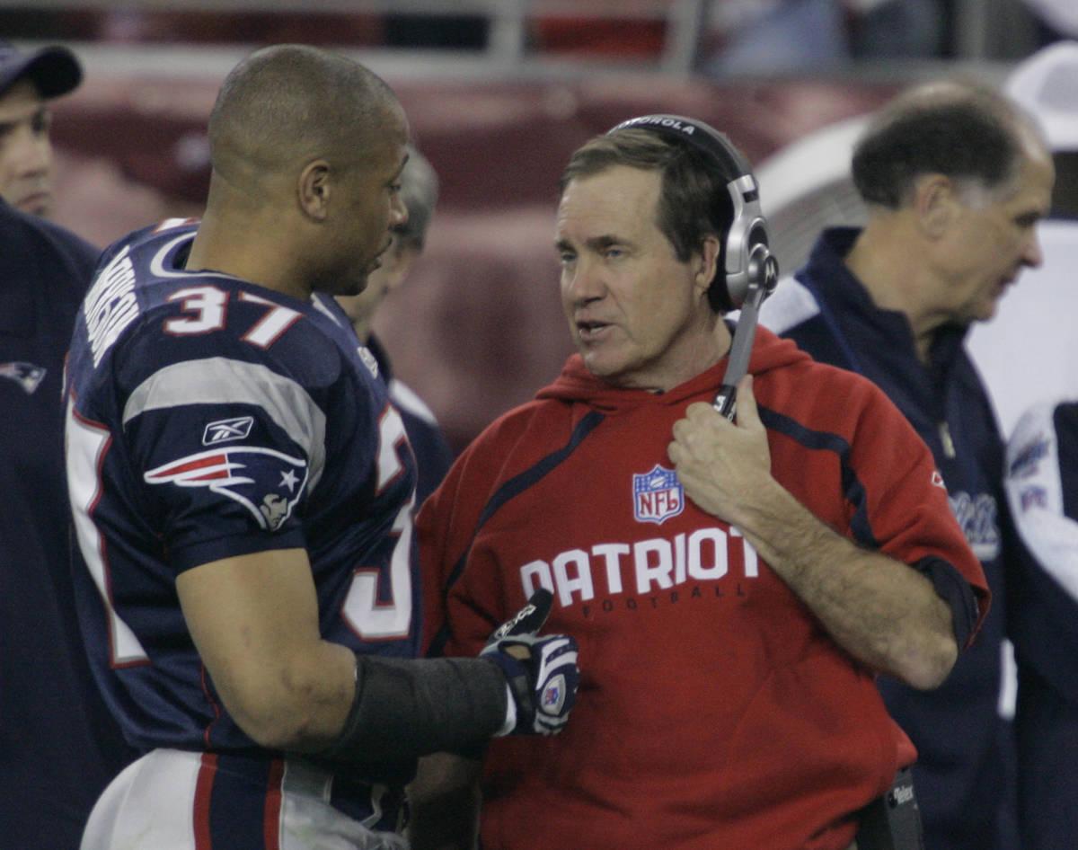 New England Patriots head coach Bill Belichick talks with Rodney Harrison during the third quar ...