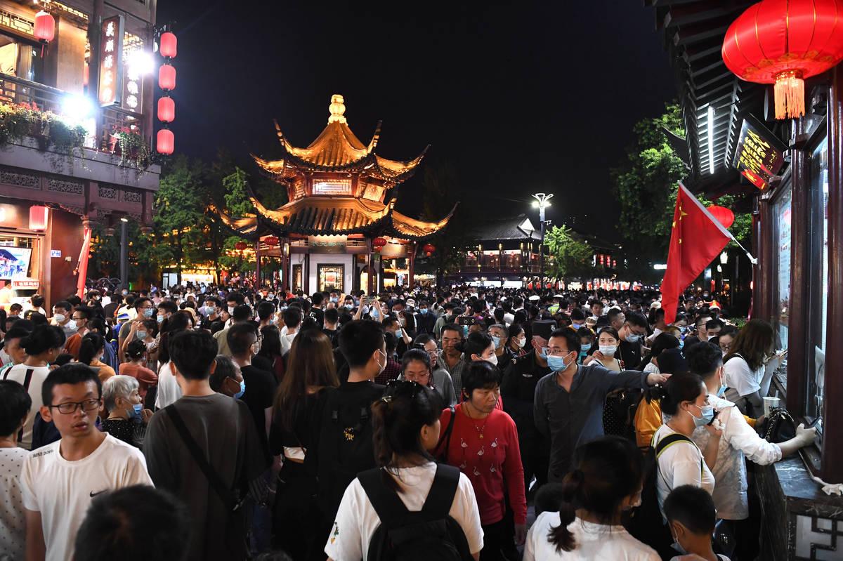 Tourists swarm into the Confucius Temple tourism zone in Nanjing in east China's Jiangsu provin ...