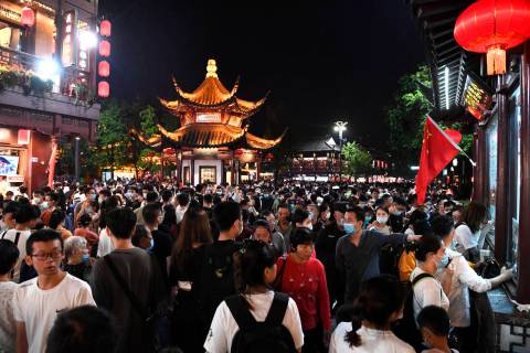 Tourists swarm into the Confucius Temple tourism zone in Nanjing in east China's Jiangsu provin ...