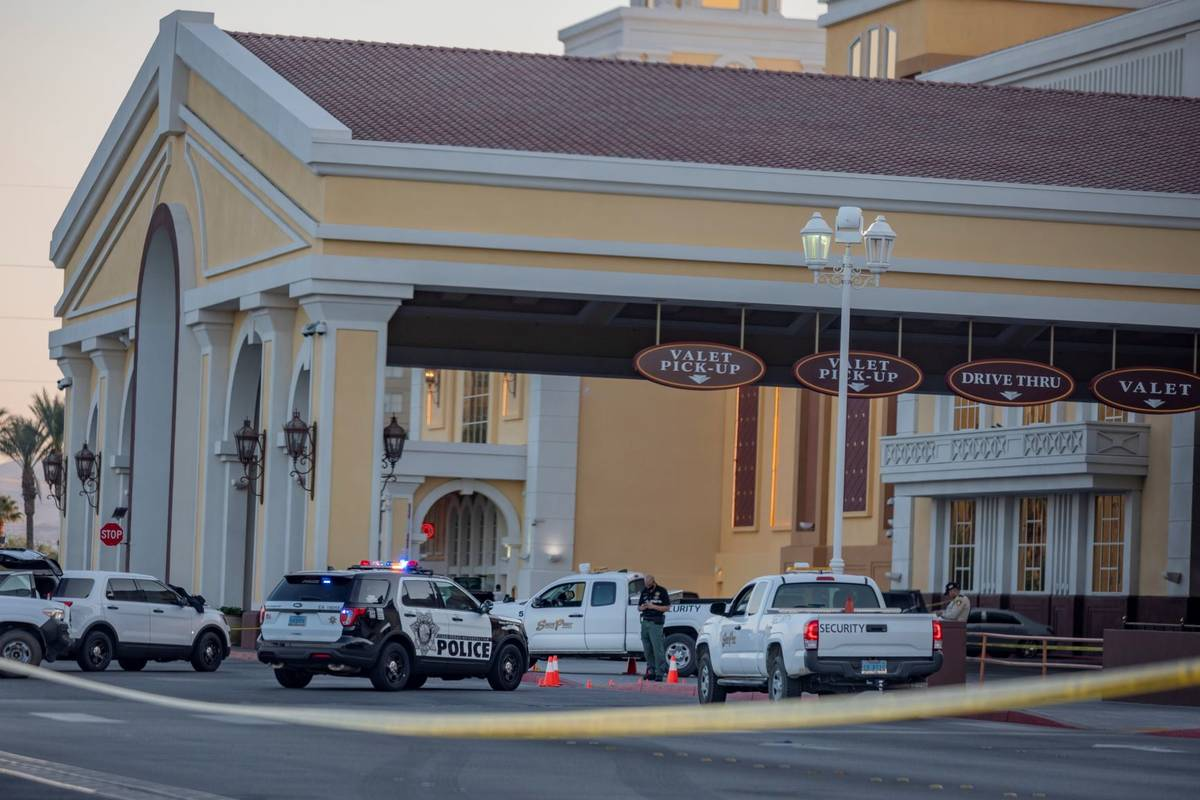 Las Vegas police investigate a homicide at the South Point on Sunday. (Elizabeth Page Brumley/L ...