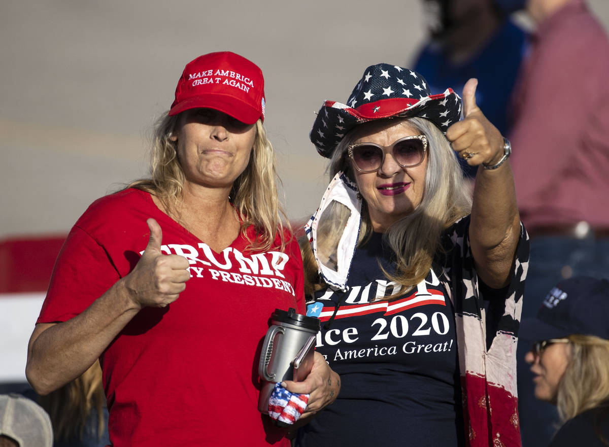 Donnett Lewis, left, and Rosa Hall, both of Boulder City, flash a thumbs up as they wait for Vi ...