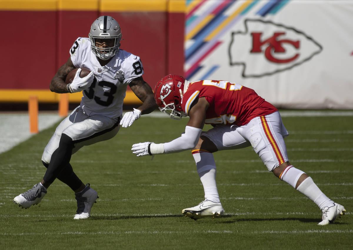 Las Vegas Raiders tight end Darren Waller (83) sprints up field past Kansas City Chiefs defensi ...