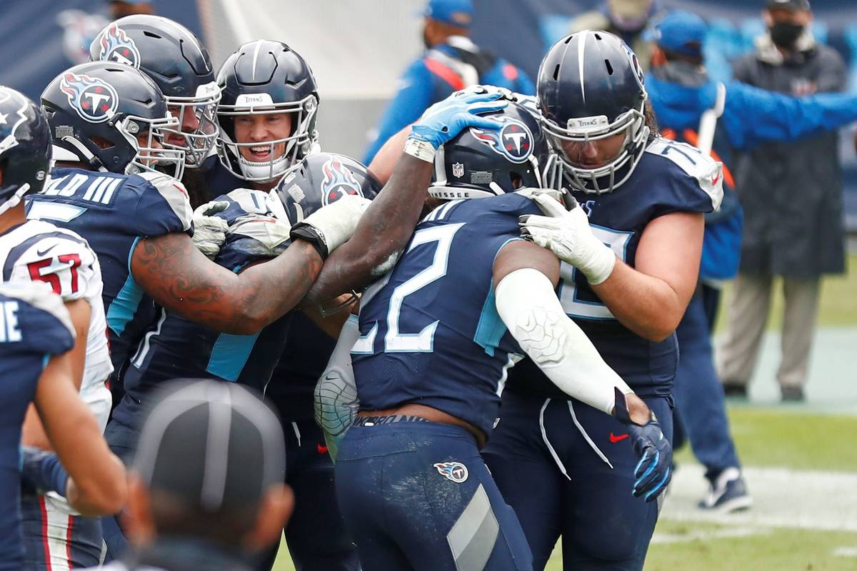 Tennessee Titans running back Derrick Henry (22) is mobbed by teammates after Henry scored the ...