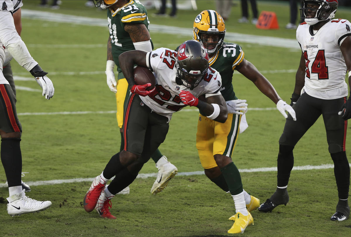 Tampa Bay Buccaneers running back Ronald Jones II (27) scores against Green Bay Packers strong ...