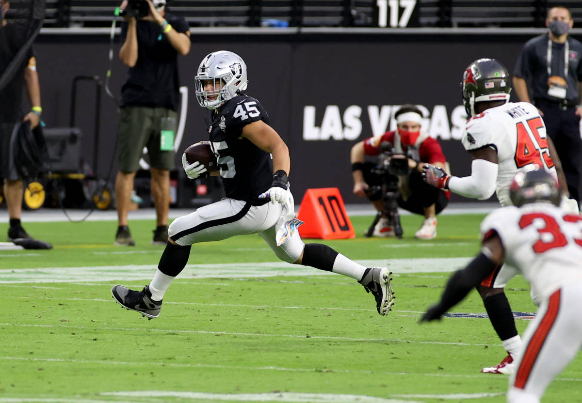 Las Vegas Raiders fullback Alec Ingold (45) runs the ball after making a catch in the second qu ...