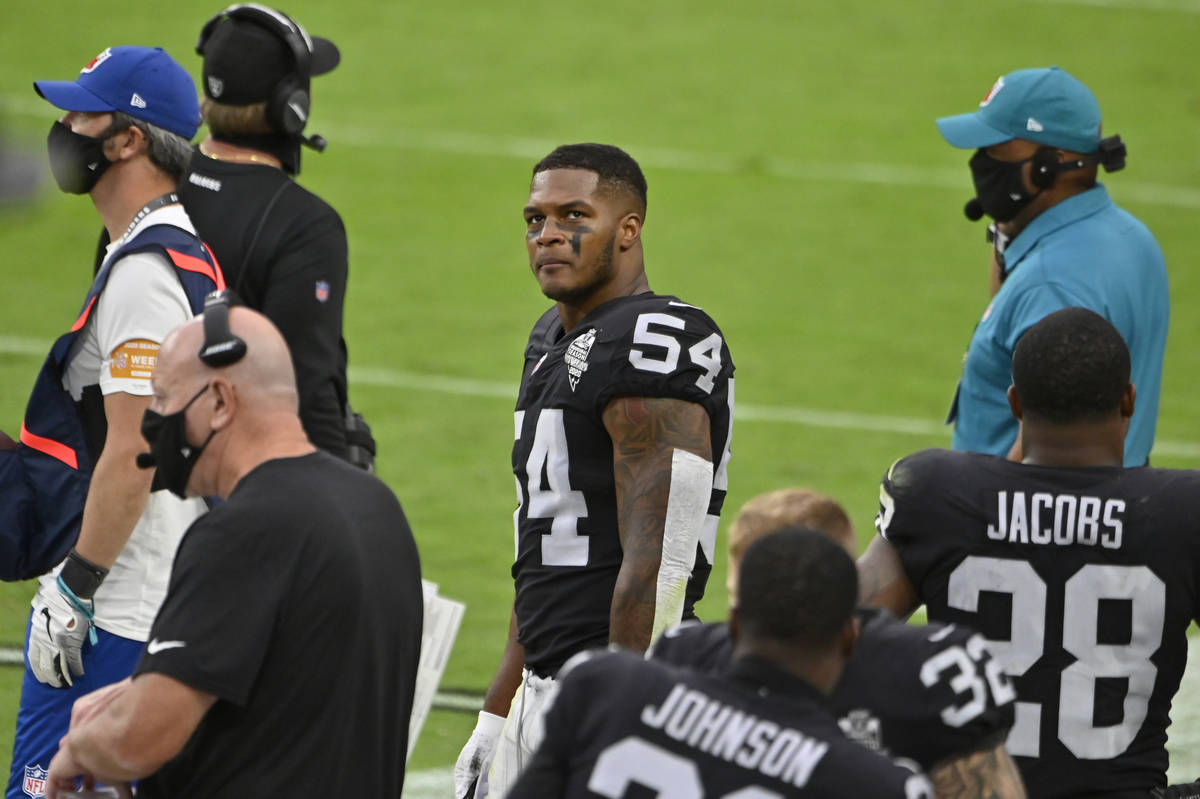 Las Vegas Raiders middle linebacker Raekwon McMillan (54) stands on the sidelines during the fi ...