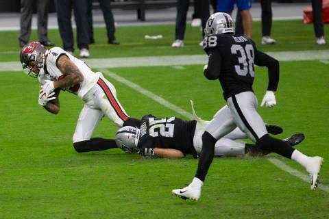 Las Vegas Raiders free safety Erik Harris (25) tackles Tampa Bay Buccaneers wide receiver Mike ...