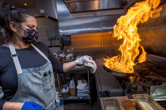 Executive chef Gina Marinelli prepares Spaghetti alle Vongole at her Summerlin restaurant, La S ...