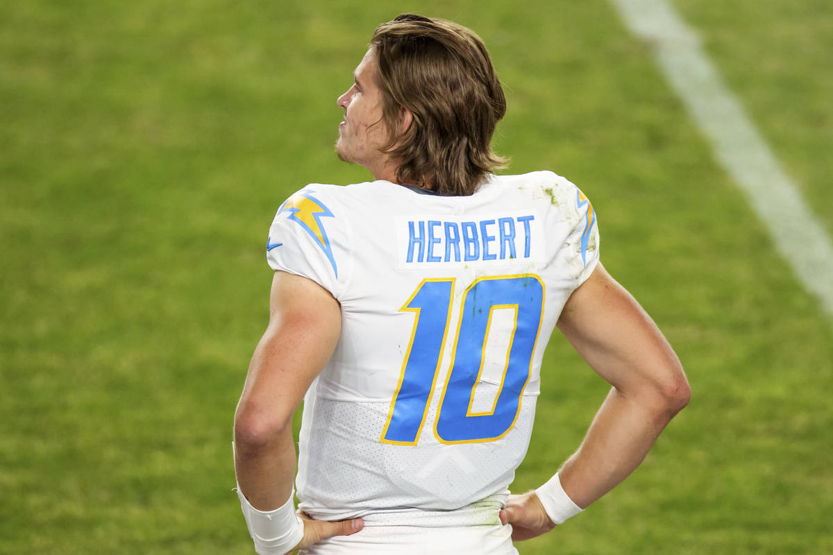 Justin Herbert thriving as rookie QB for Chargers | Las Vegas Review-Journal