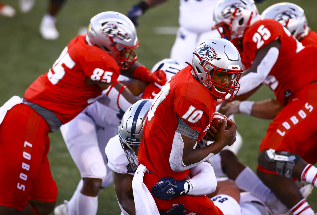 New Mexico Lobos quarterback Trae Hall (10) runs the ball against UNR during the first half of ...