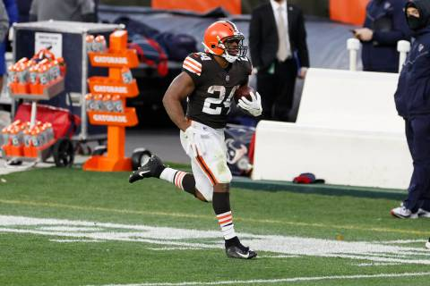 Cleveland Browns running back Nick Chubb (24) makes a long run against the Houston Texans durin ...
