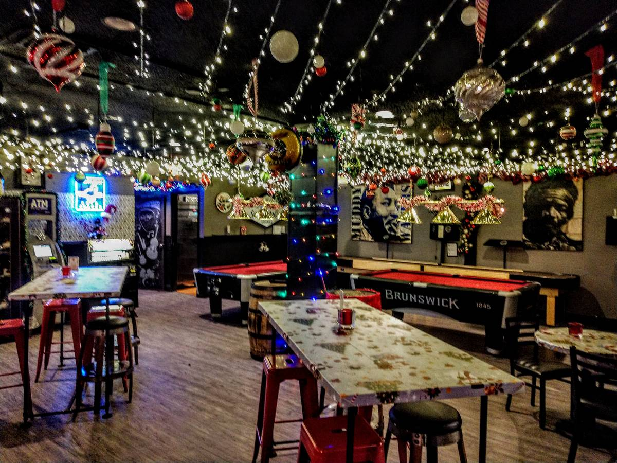 Sand Dollar Lounge Turns Into A Holiday Pop Up Bar Las Vegas Review Journal