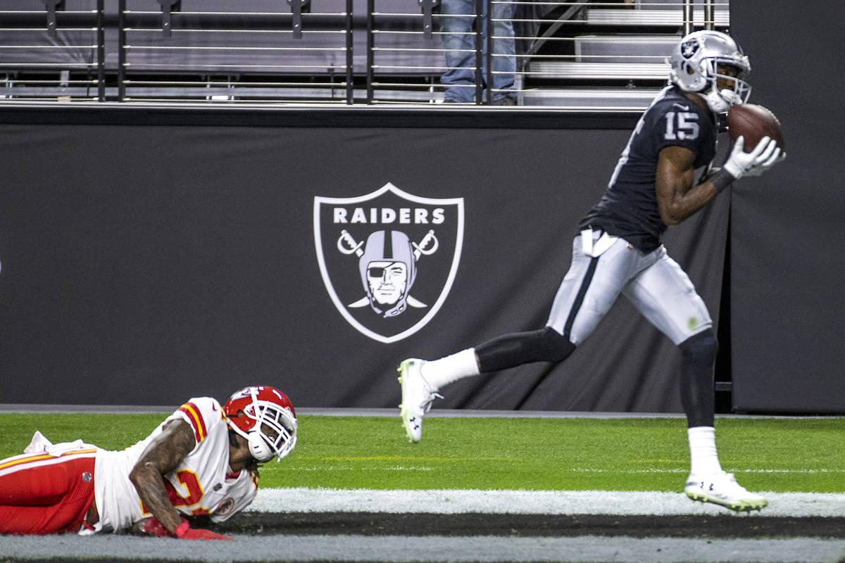 Las Vegas Raiders wide receiver Nelson Agholor (15) secures a touchdown catch as Kansas City Ch ...