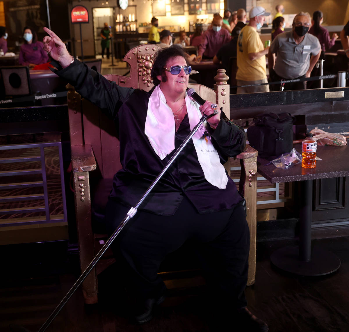"Pete ""Big Elvis"" Vallee performs at the Piano Bar at Harrah's Las Vegas in his first ..."