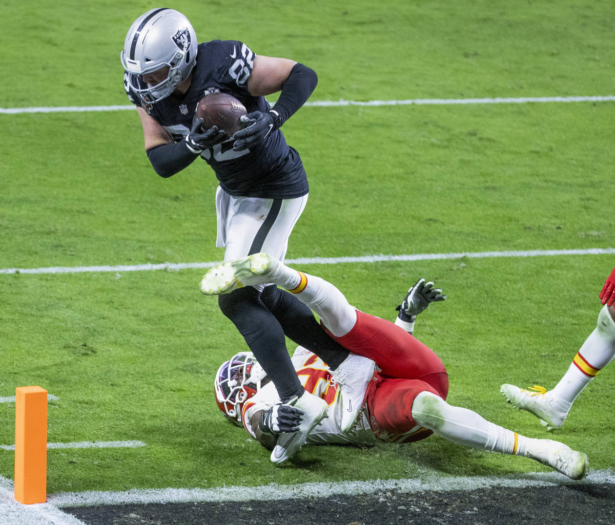 Las Vegas Raiders tight end Jason Witten (82) catches and scores over the top of Kansas City Ch ...