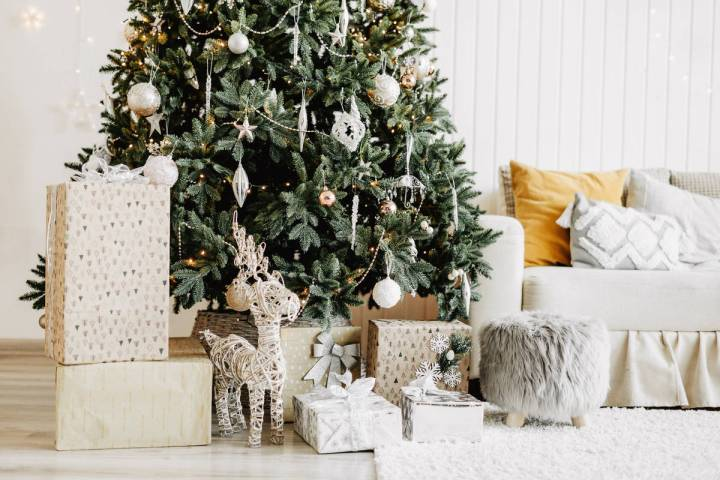 This modern space is decorated with a white and gold theme. (Getty Images)
