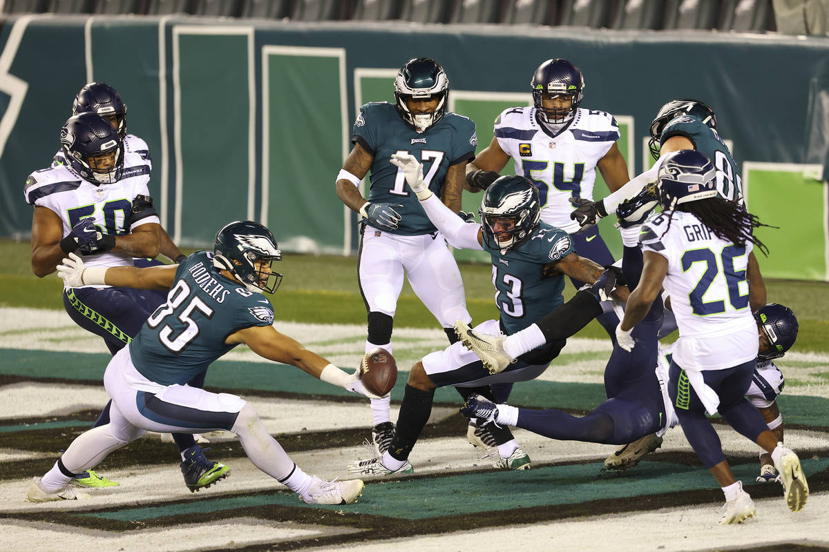 Philadelphia Eagles' Richard Rodgers (85) makes a one handed catch for a 33 yard touchdown on a ...