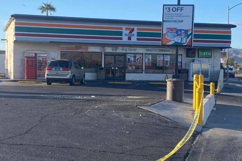 Henderson police detectives investigate an early-morning homicide on Thursday, Nov. 26, 2020, a ...