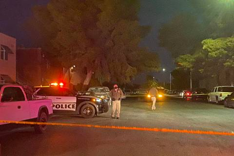 Las Vegas police investigate a shooting scene at East Bonanza Road and Triest Court on Thursday ...