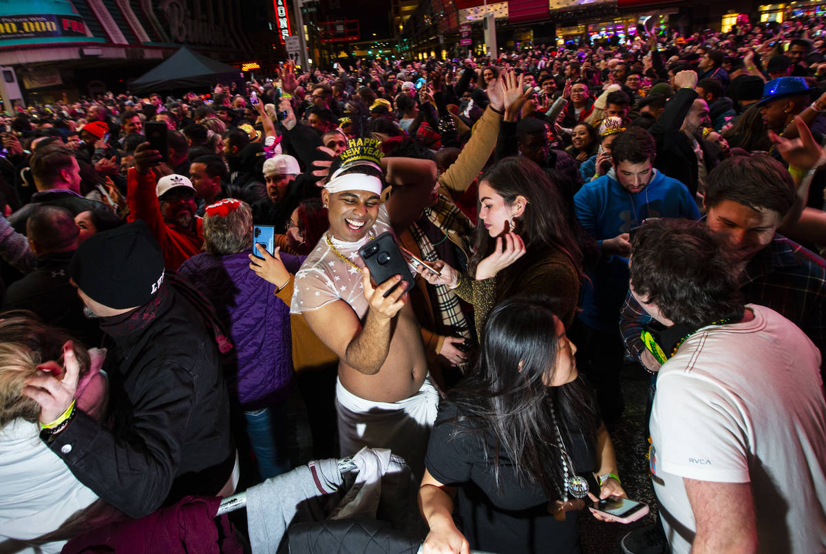 New Year S Eve Party On Fremont Street Halted Due To Covid Las Vegas Review Journal