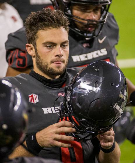 College football QB issues apology for eating sushi off