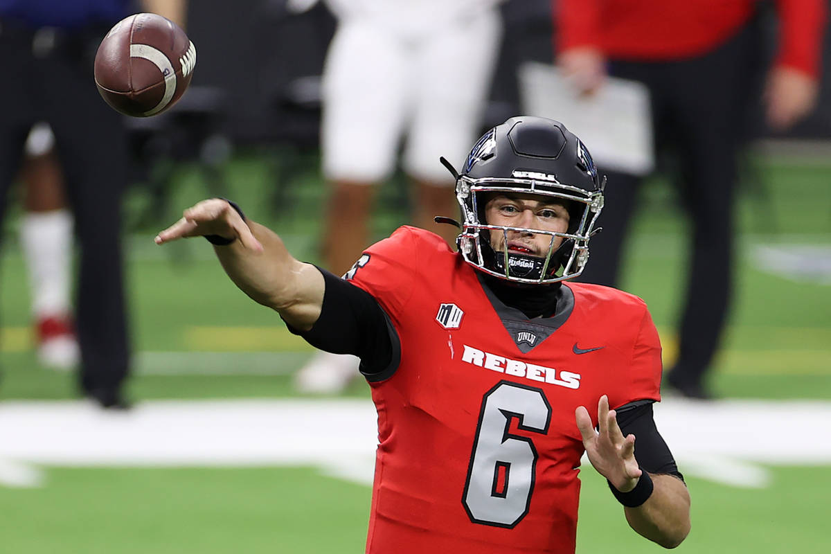 UNLV QB Max Gilliam Apologizes for Eating Sushi Off Naked