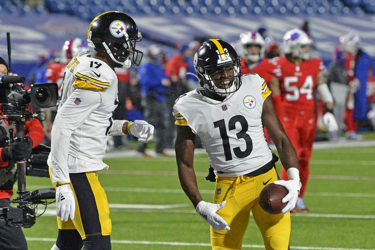 Pittsburgh Steelers wide receiver James Washington (13) celebrates with JuJu Smith-Schuster (19 ...