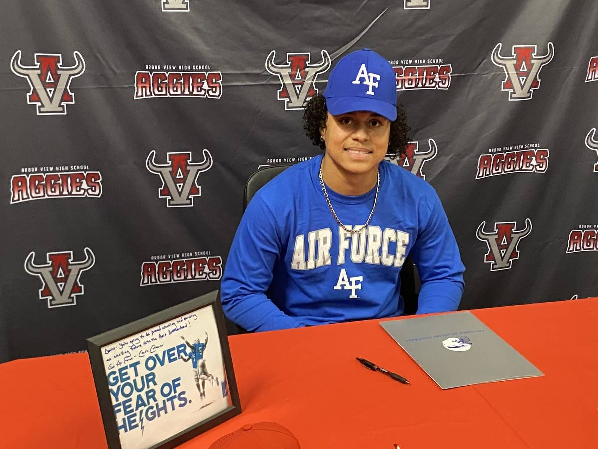 Arbor View defensive back Devin Ramirez signs to play football at Air Force on Wednesday. (Jaso ...
