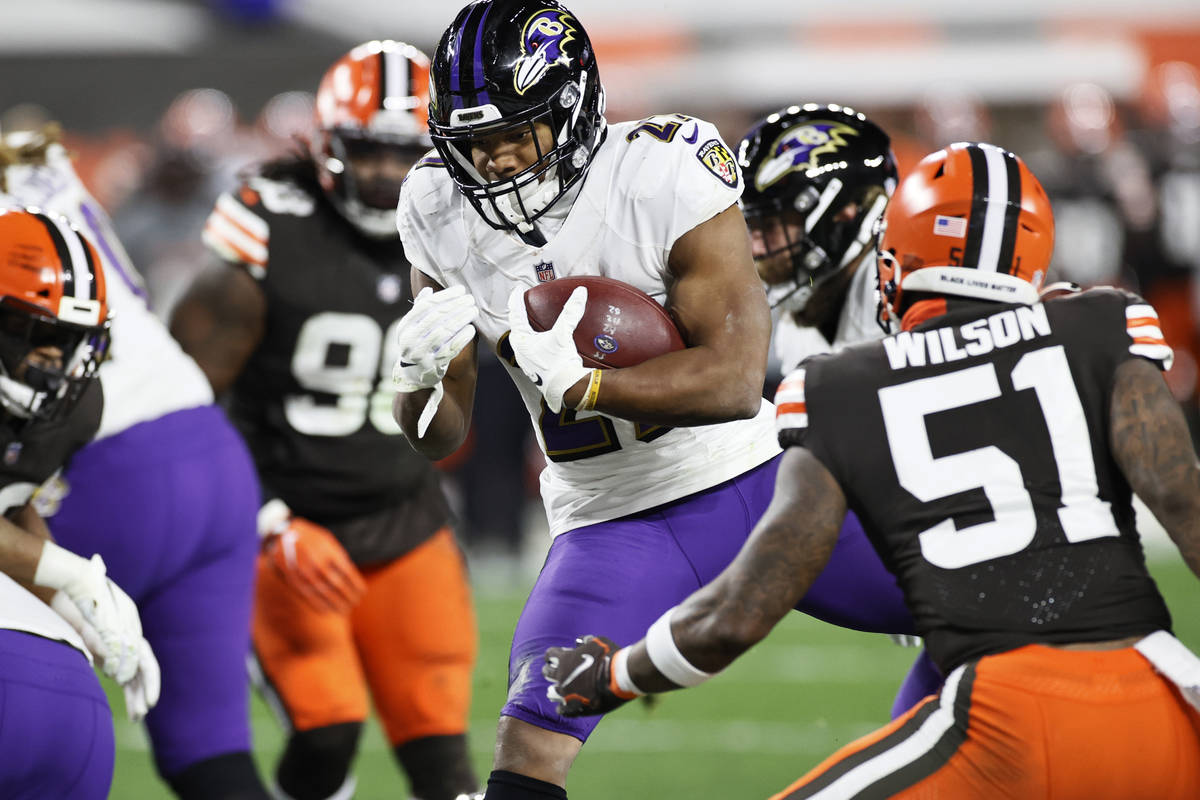 Baltimore Ravens running back J.K. Dobbins (27) rushes for a one-yard touchdown against Clevela ...