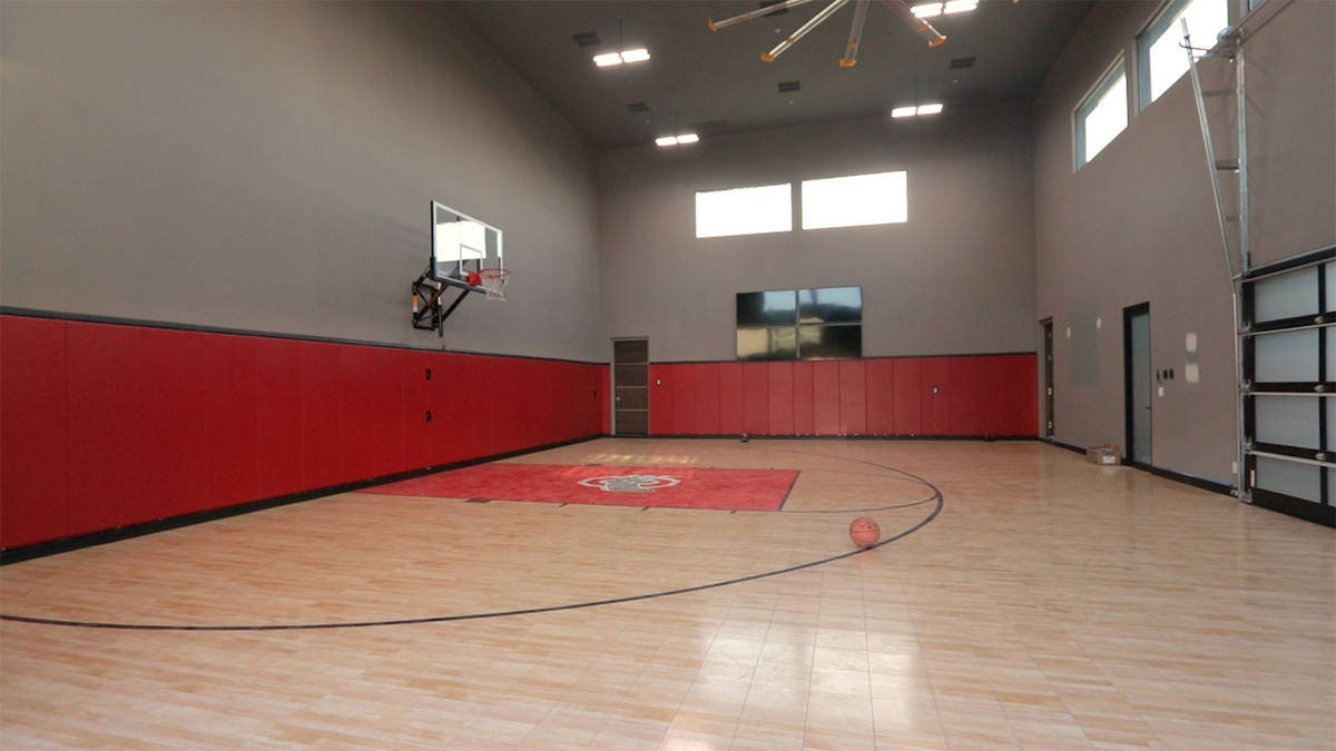 Henderson Mansion With Indoor Basketball Court Sells For 11 25m Las Vegas Review Journal
