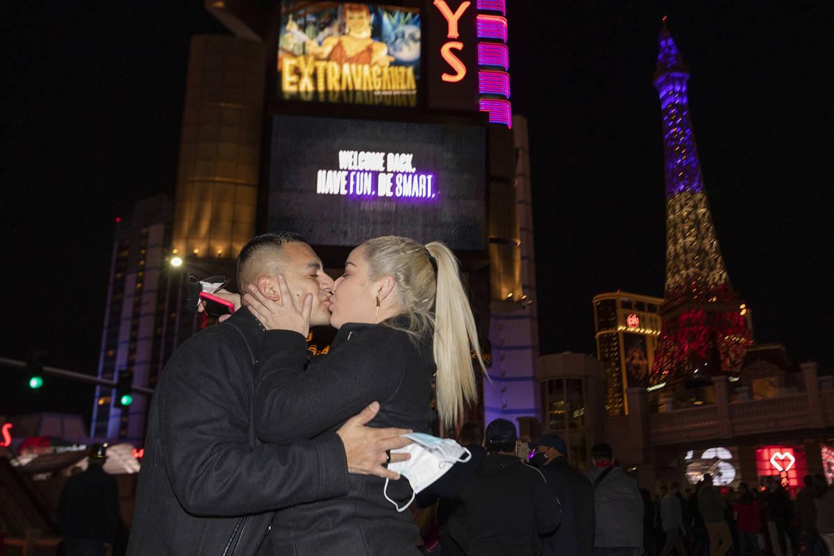 Jose Badillo, 37, left, and Bella Lamos, 27, of of San Jose, Calif., kiss on Las Vegas Blvd., w ...
