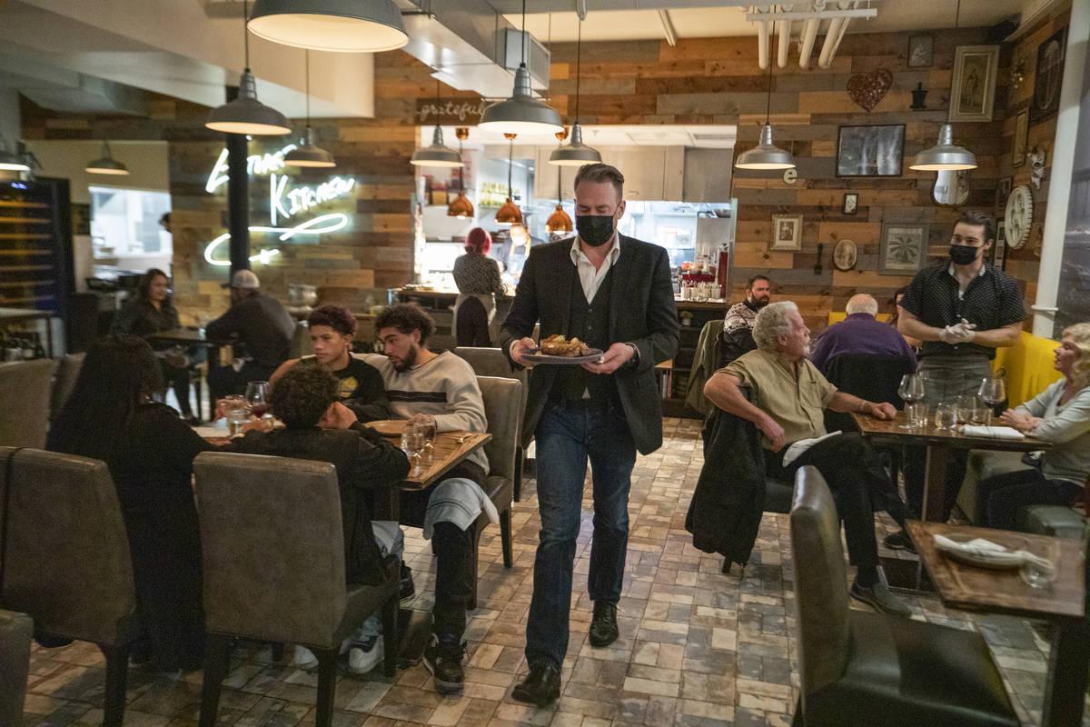 Individuals dine at EstherÕs Kitchen in downtown Las Vegas on Thursday, Dec. 31, 2020. (El ...