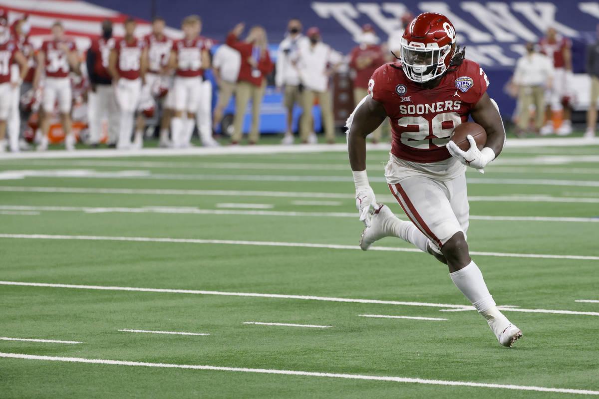 Oklahoma running back Rhamondre Stevenson (29) carries the ball against Florida during the NCAA ...