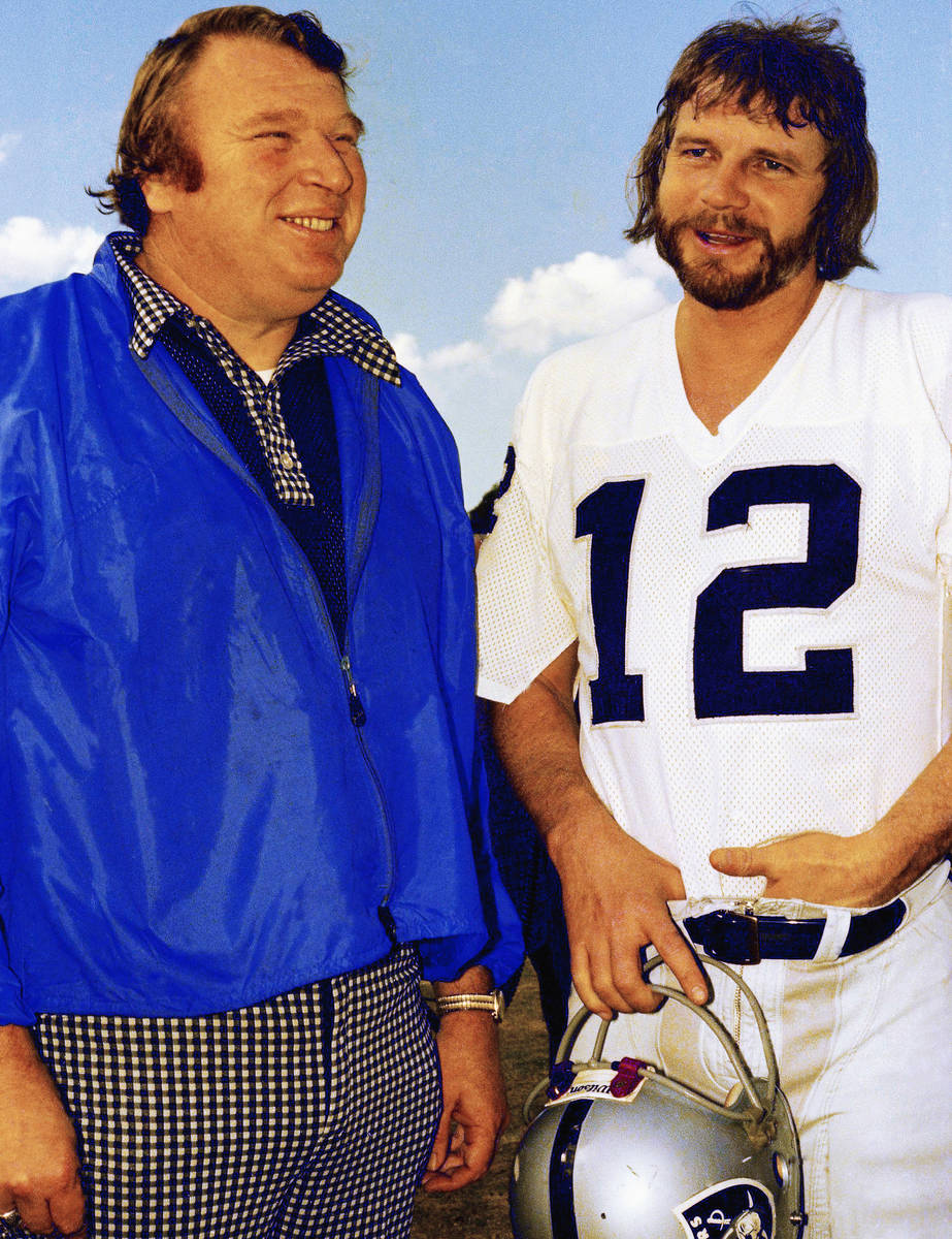 Kenny Stabler quarterback of the Oakland Raiders with Coach John Madden, January 4, 1977. (AP ...