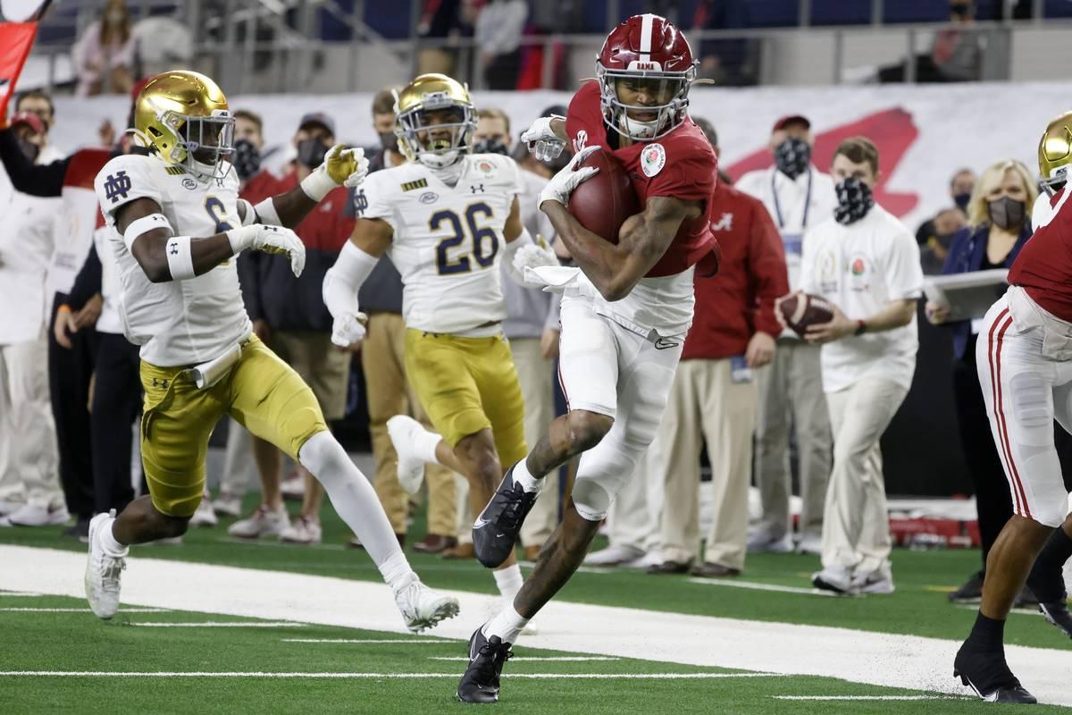 Alabama wide receiver DeVonta Smith (6) gets past Notre Dame linebacker Jeremiah Owusu-Koramoah ...