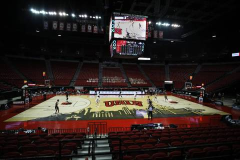 UNLV Rebels against Montana State Bobcats during the first half of the season opener at the Tho ...