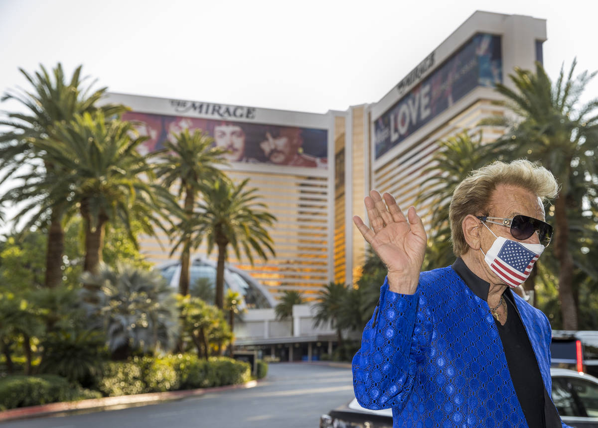 Siegfried Fischbacher is on hand as the Mirage porte cochere is renamed Siegfried & Roy Dri ...