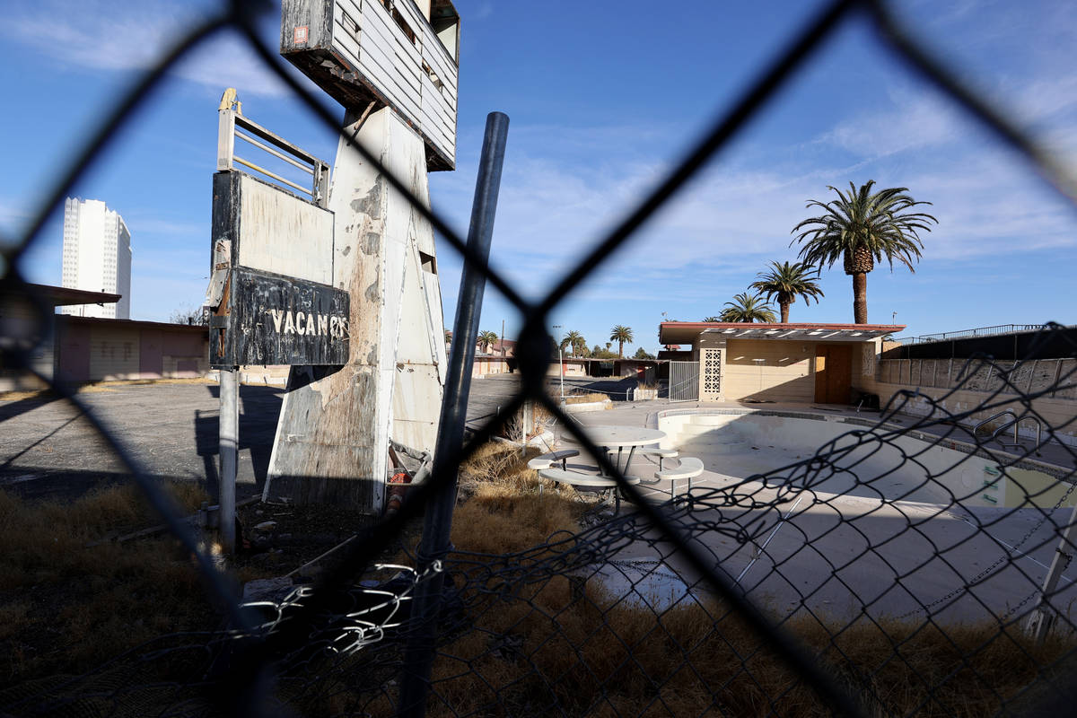 The boarded-up White Sands Motel at 3889 Las Vegas Blvd. on the south Strip Monday, Jan. 11, 20 ...