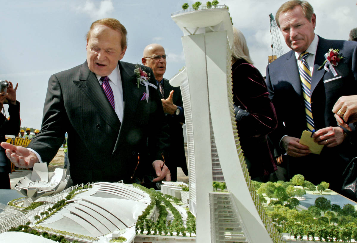 Sheldon Adelson, chairman and CEO of Las Vegas Sands Corp., left, and Bill Weidner, president a ...