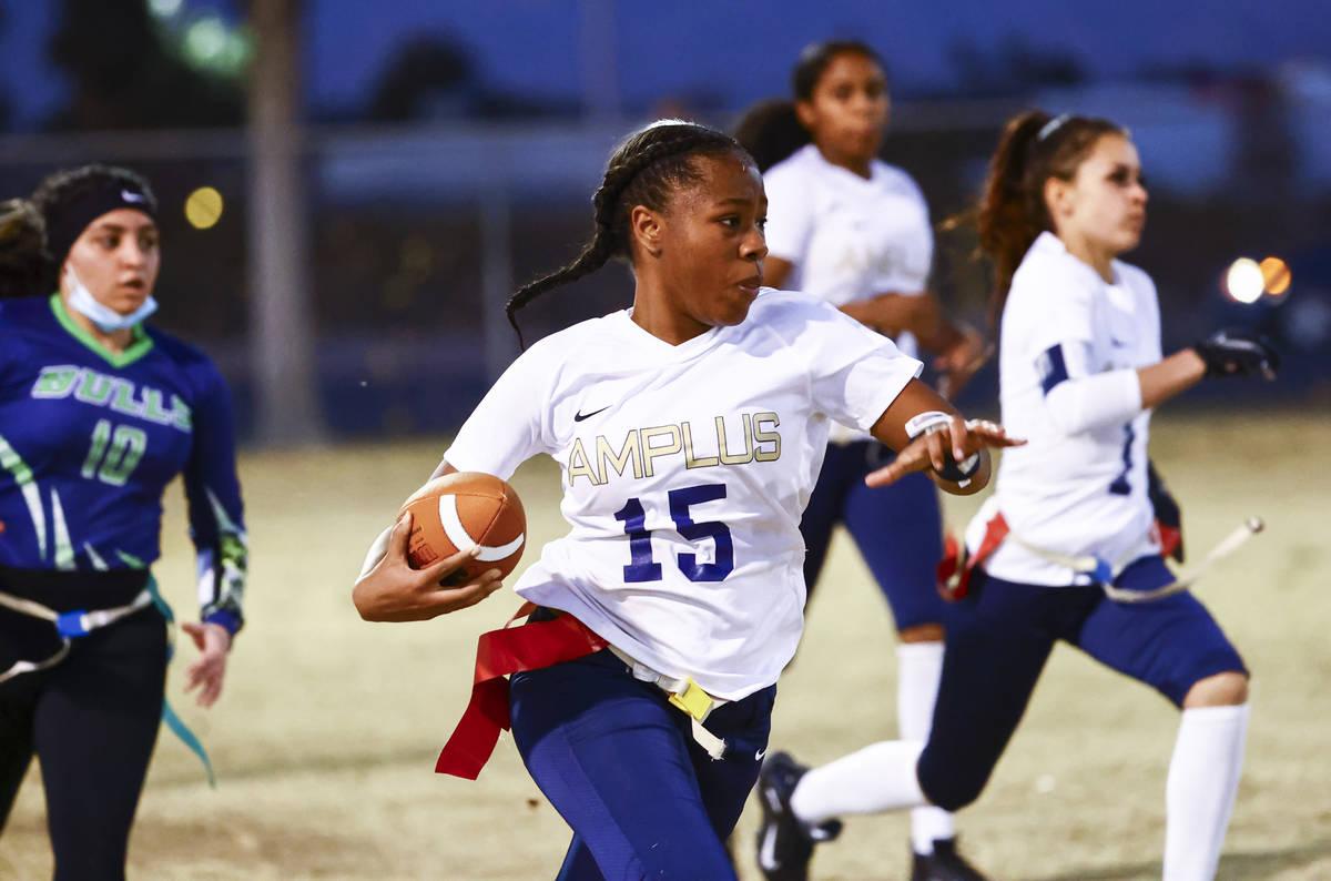 Amplus Academy's Tiani Moore (15) runs the ball against SLAM! Nevada during a flag football gam ...