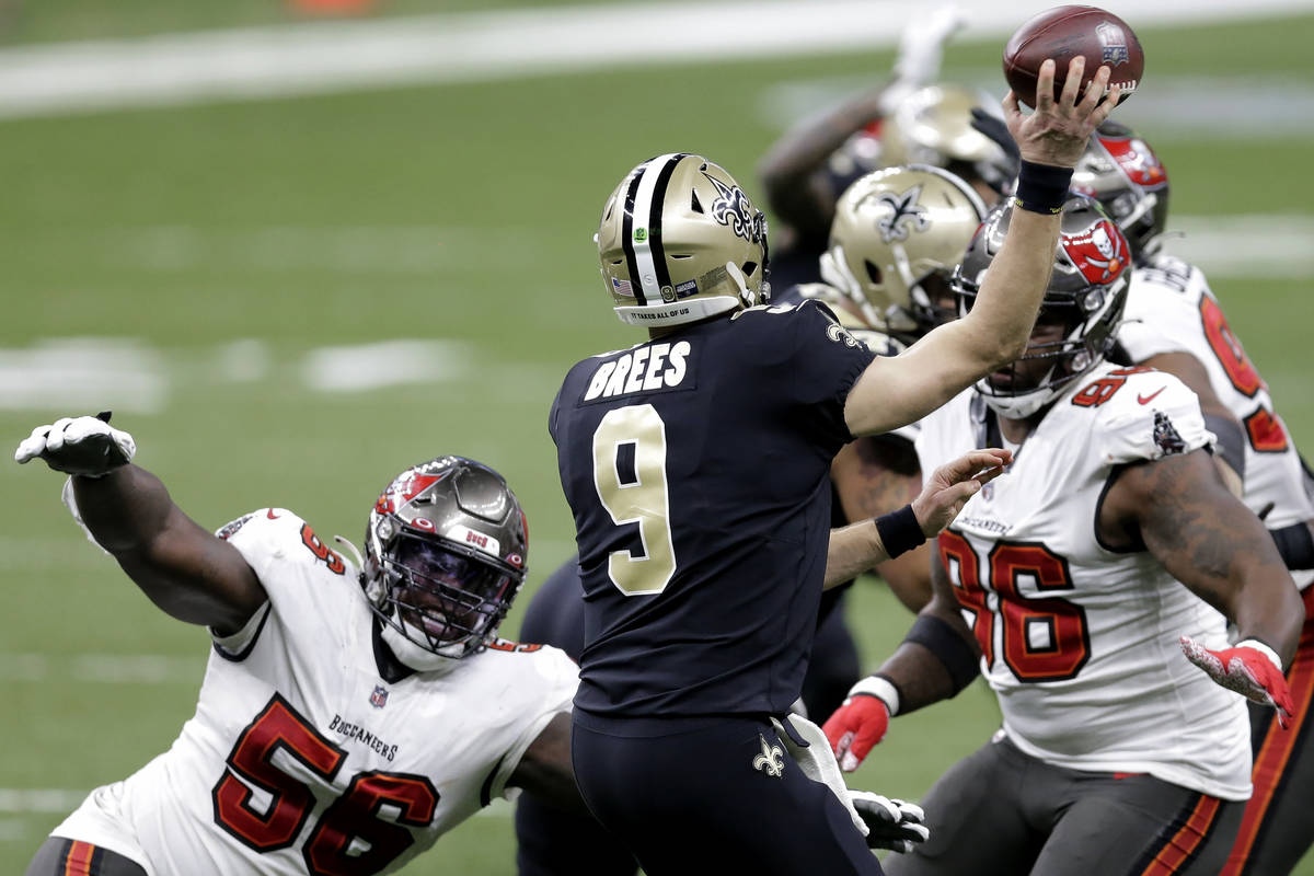 New Orleans Saints quarterback Drew Brees (9) works under pressure from Tampa Bay Buccaneers de ...