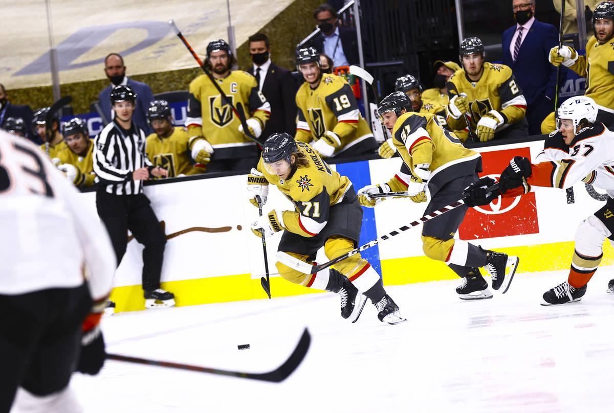 Golden Knights center William Karlsson (71) skates with the puck against the Anaheim Ducks duri ...
