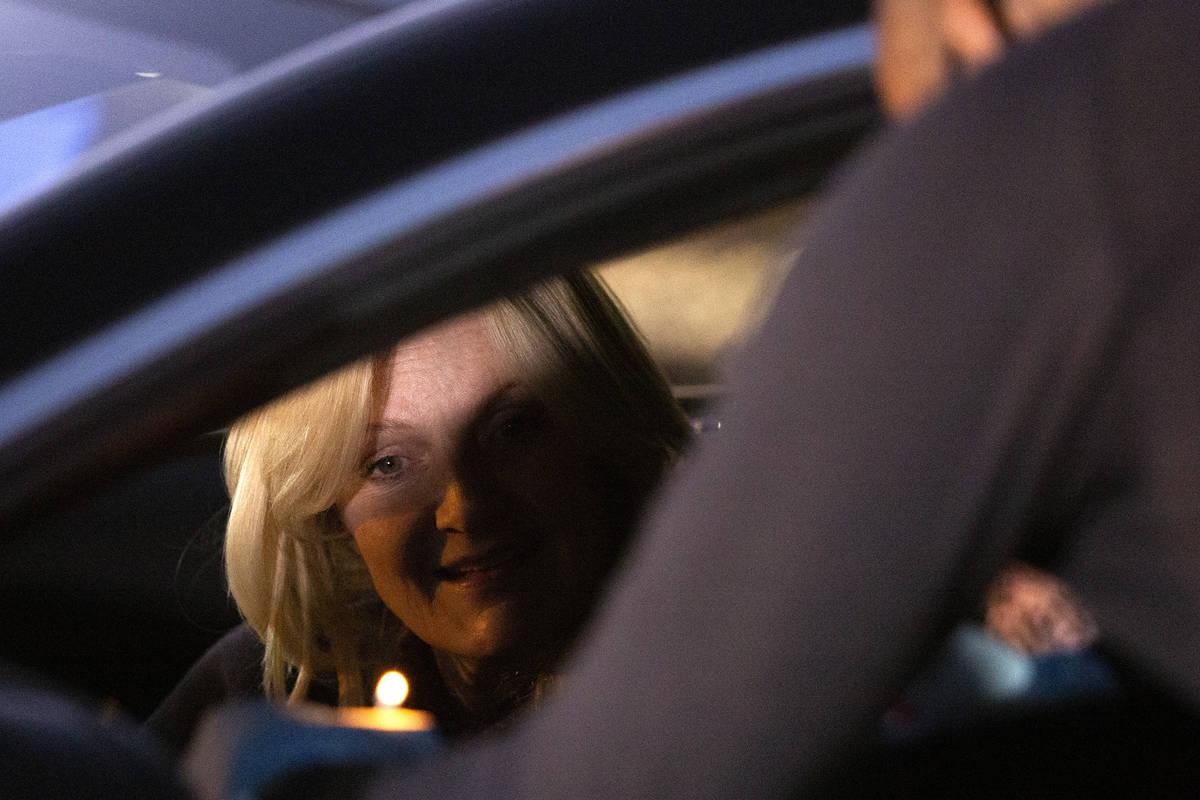 Heidi Sarno Straus lights Ner Neshama at a tribute to Sheldon Adelson outside the Israeli-Ameri ...