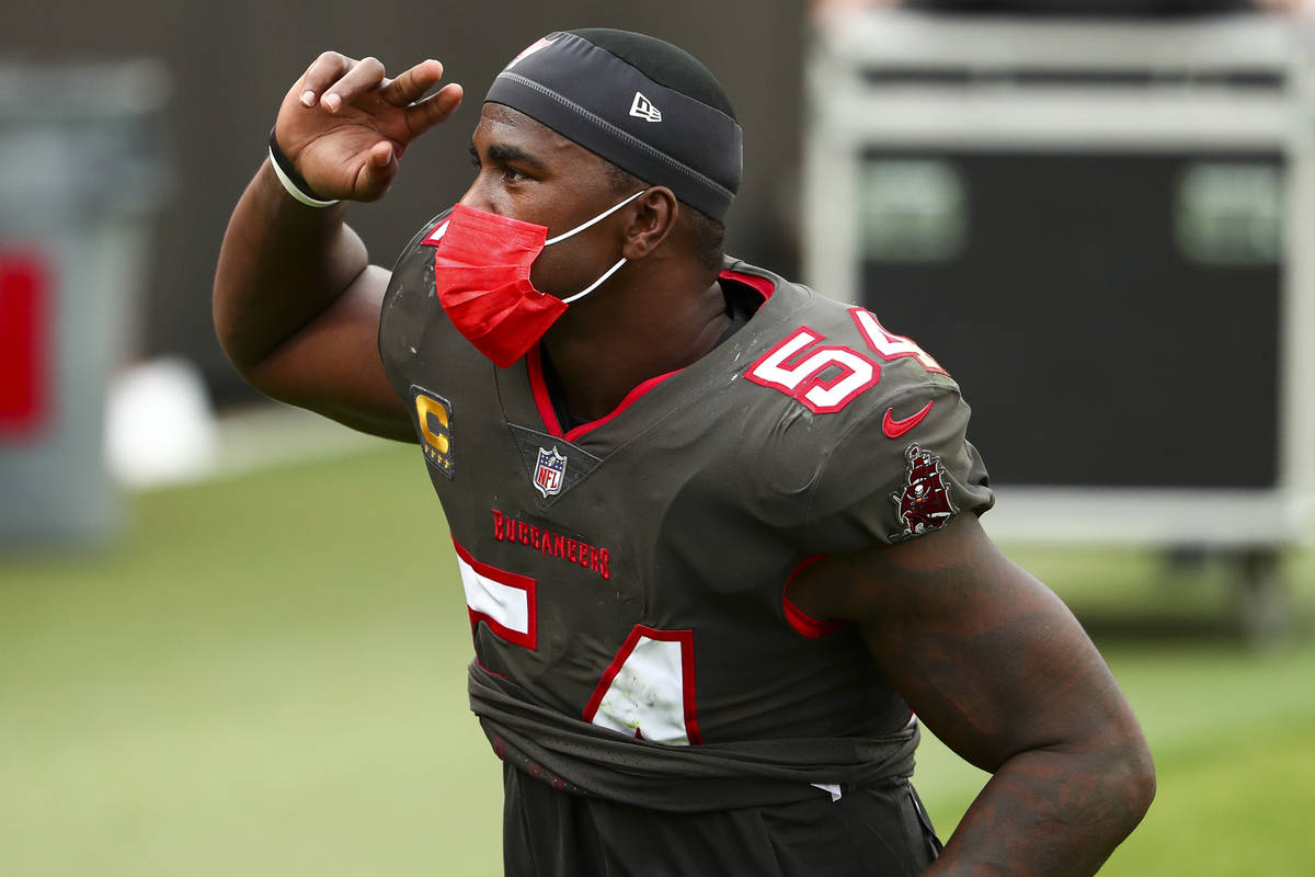 Tampa Bay Buccaneers inside linebacker Lavonte David (54) thanks fans after beating the Atlanta ...