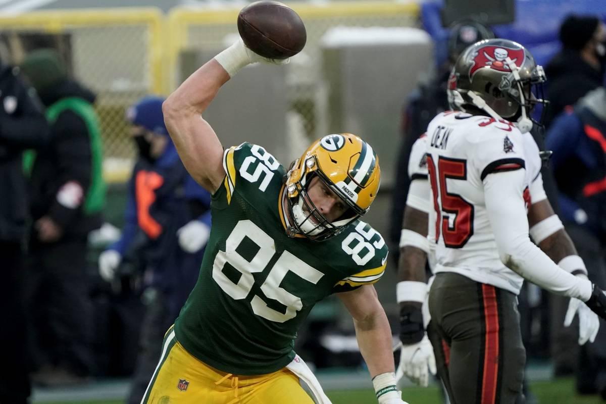 Green Bay Packers' Robert Tonyan celebrates after catching an eight-yard touchdown pass against ...