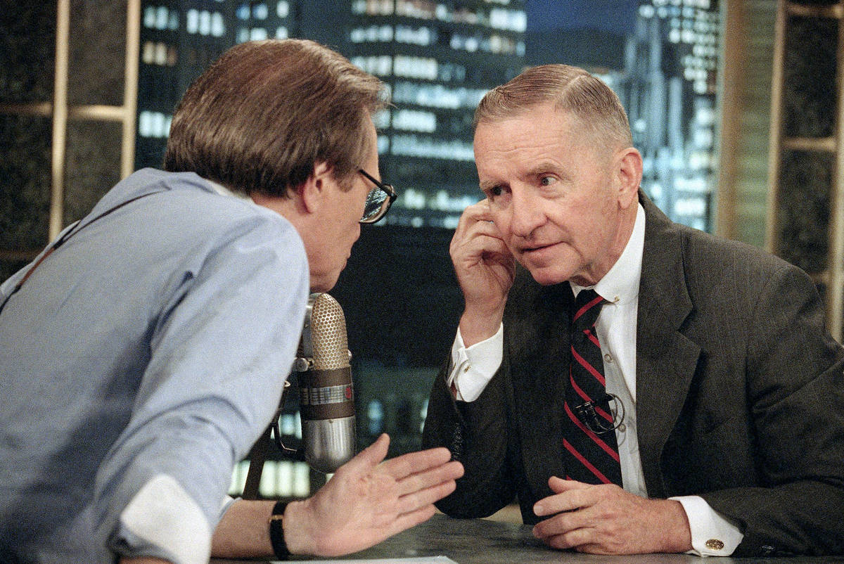 FILE - In this July 18, 1992 file photo, Larry King, left, talks with Texas billionaire Ross Pe ...