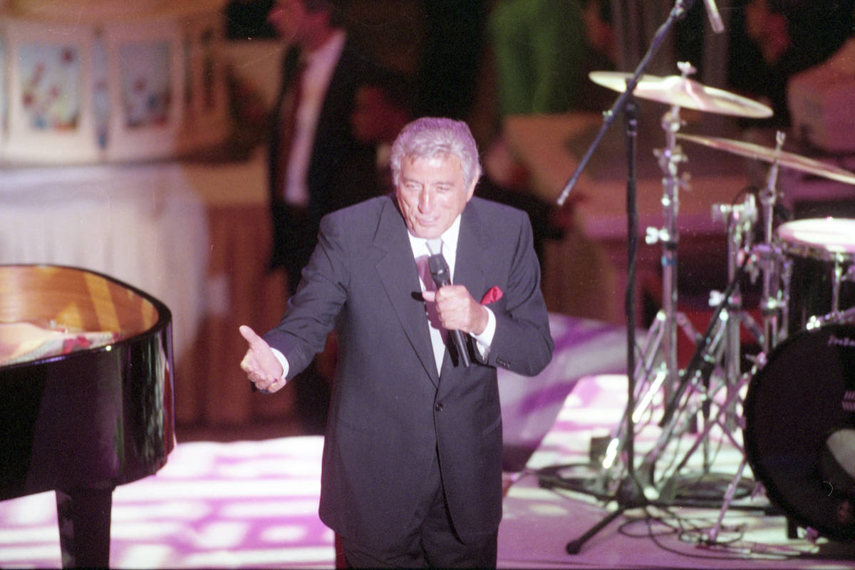Tony Bennet entertains VIPs at the opening of the new wing of The Forum Shops at Caesars Palace ...