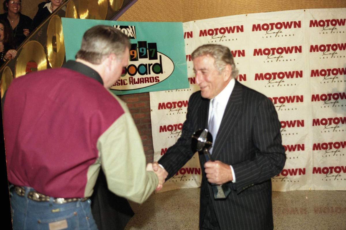 Country music superstar Garth Brooks, left, greets legendary singer Tony Bennett during the eig ...
