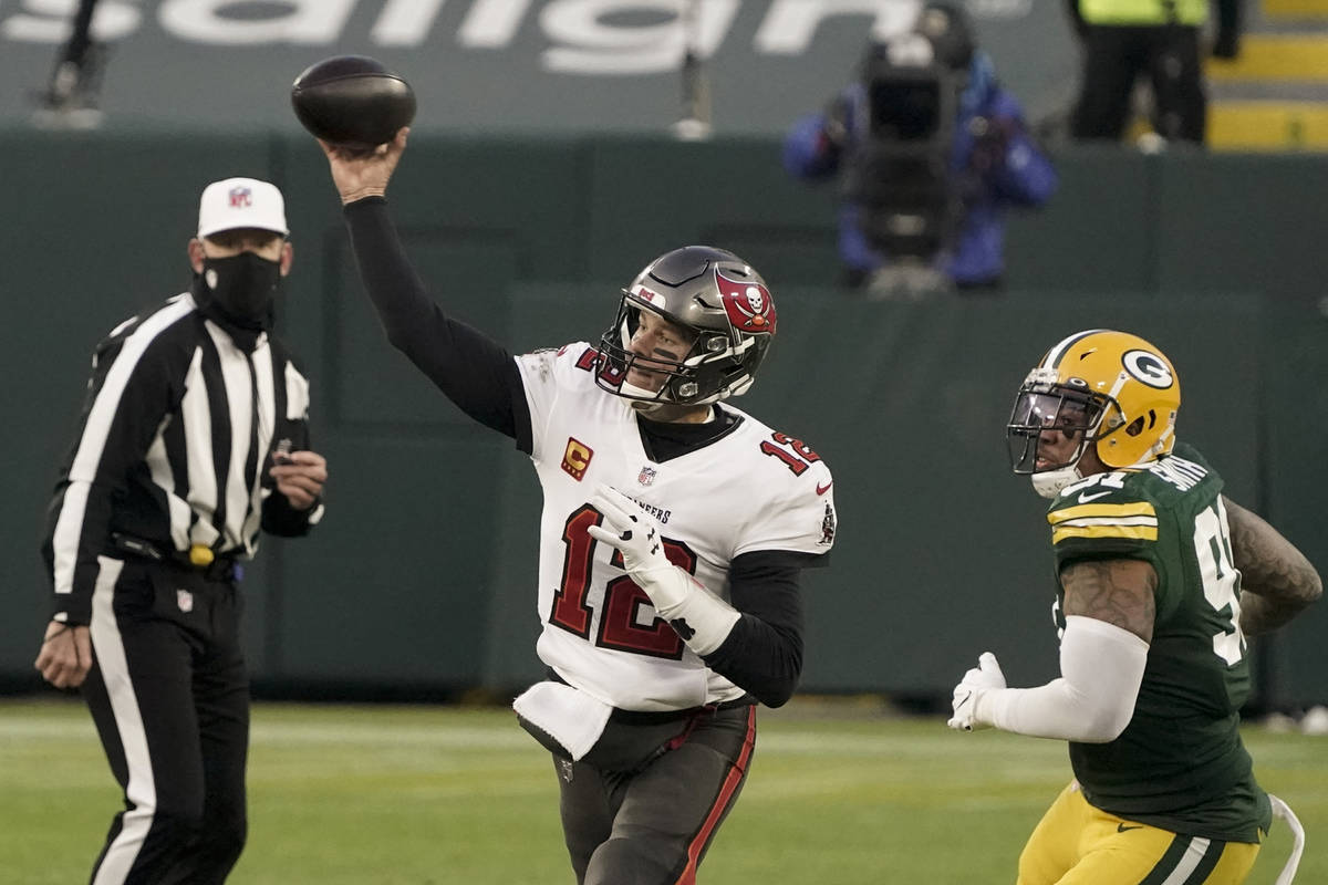 Green Bay Packers' Preston Smith watches as Tampa Bay Buccaneers quarterback Tom Brady throws a ...