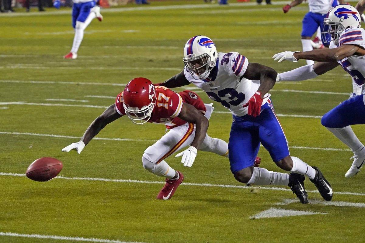 Kansas City Chiefs wide receiver Mecole Hardman (17) fumbles a punt in front of Buffalo Bills c ...